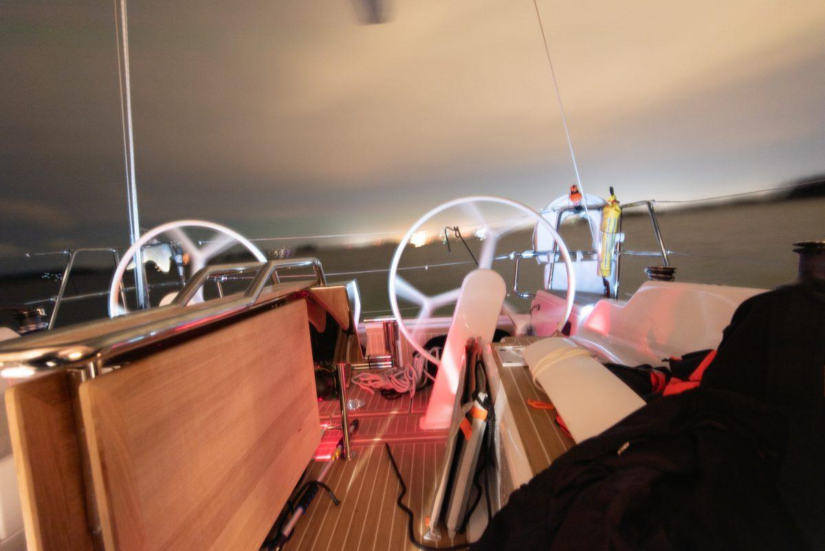Night in Hanse 388 cockpit