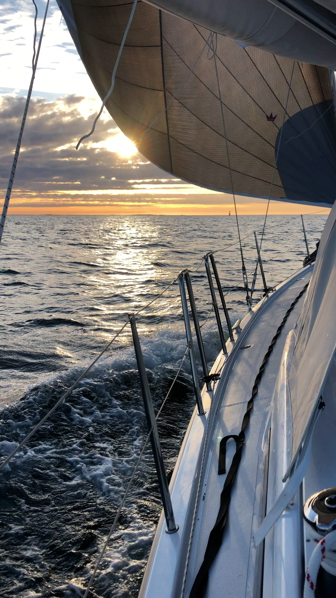 s/y Charlotte sailing downwind, sunrise